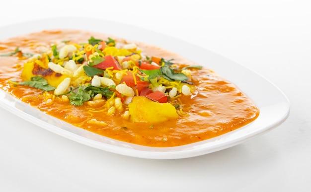 Indian popular street food ragda pattice Premium Photo