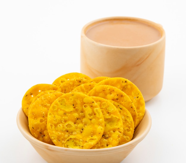 Indian street snack masala khari with tea on white Premium Photo