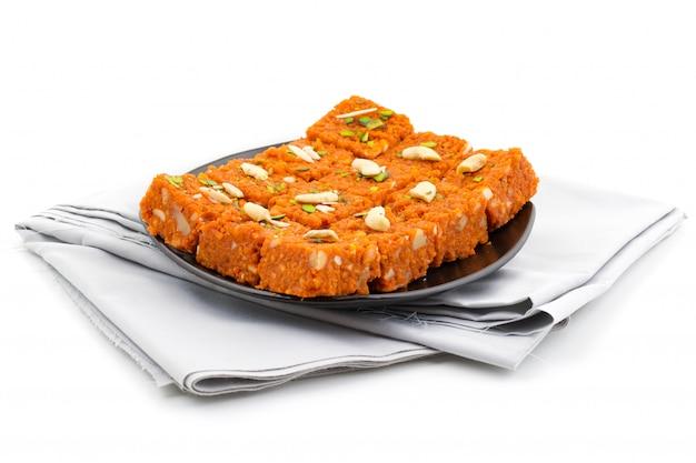 Indian sweet food akhrot halwa Premium Photo
