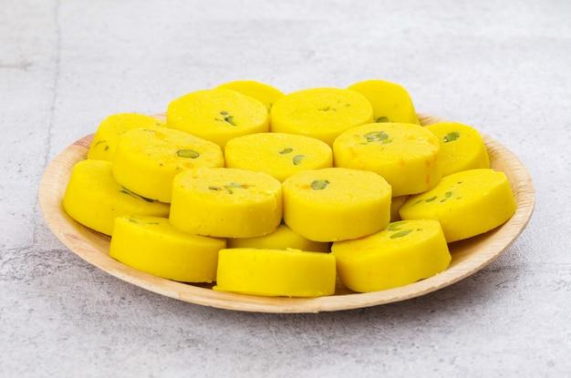 Indian sweet food kesar peda Premium Photo