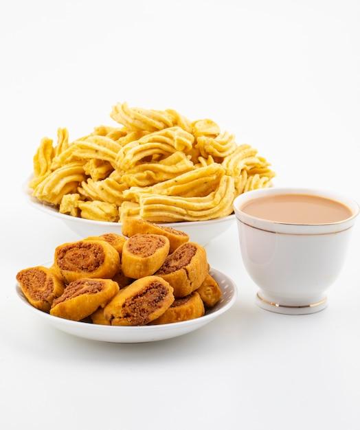 Indian traditional spicy snack bhakarwadi with ghatiya Premium Photo