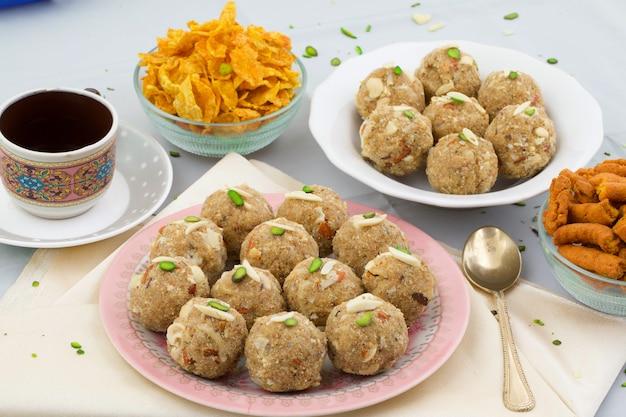 Indian traditional sweet food urad dal laddu Premium Photo