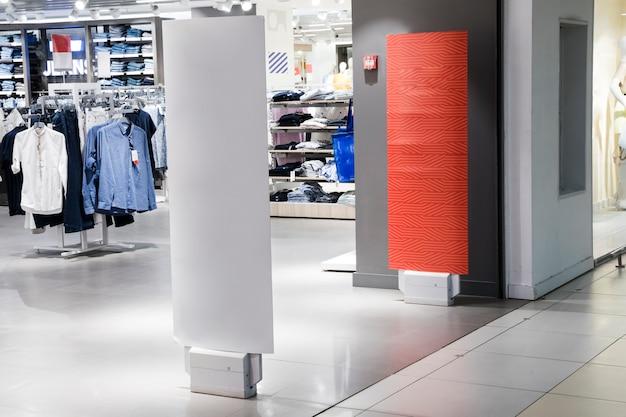 室内衣料品店の入り口 無料写真