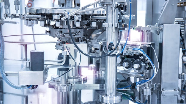 製造工場または工場の産業機械、スマートファクトリーまたは未来のコンセプト。 Premium写真