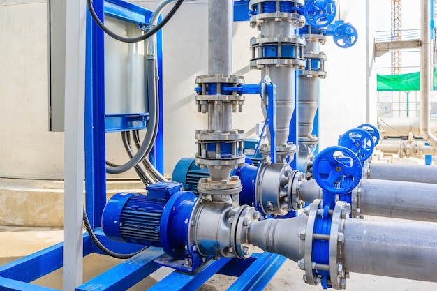 Industrial motor water pump and water pipes Premium Photo