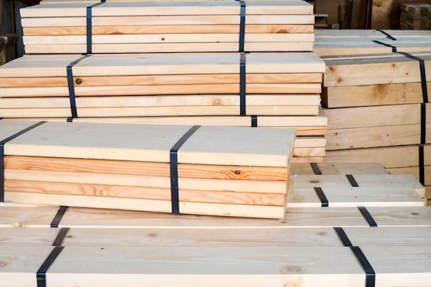 가구 제작에 사용되는 산업용 목재 가공 재료 프리미엄 사진