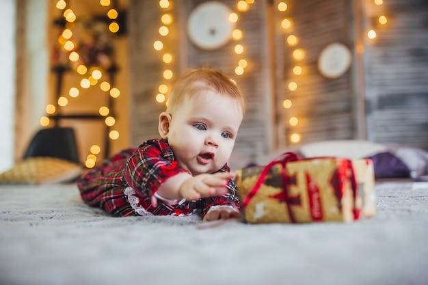Infant girl Premium Photo
