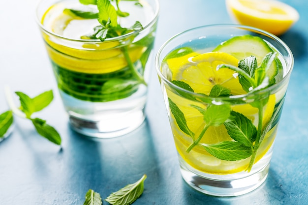 Infused healthy water drink in glasses Free Photo