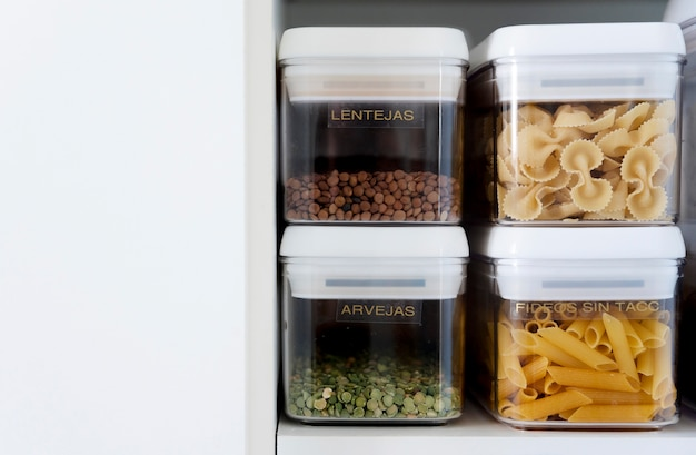 Ingredientes in containers Free Photo