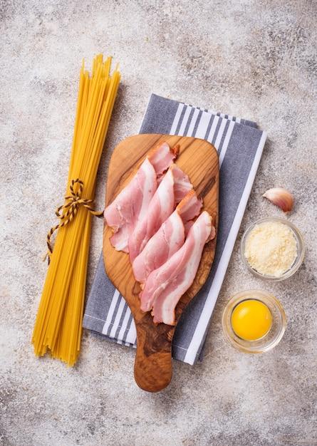 Ingredients for cooking pasta carbonara Premium Photo