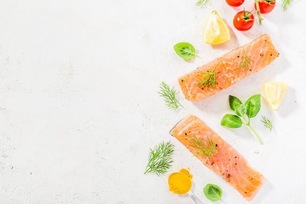 Ингредиенты для приготовления пищи на белом фоне. Бесплатные Фотографии