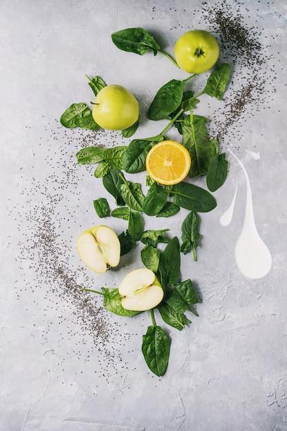 Ingredients of green smoothie Premium Photo