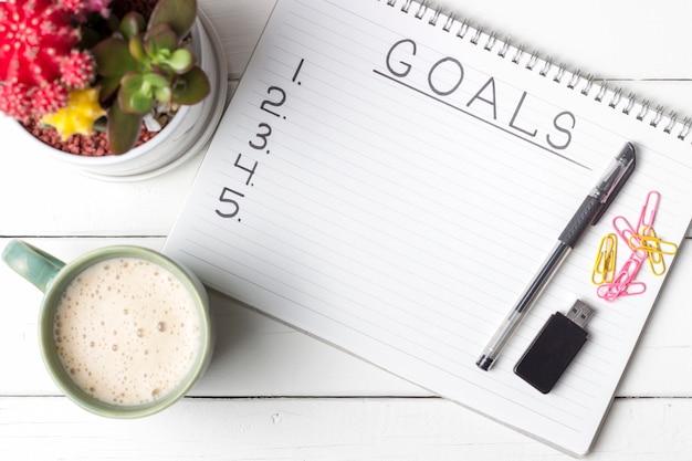 Inscription goals in a notebook Premium Photo