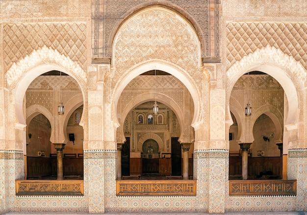 Внутри медресе бу инания, медина фес, марокко Premium Фотографии