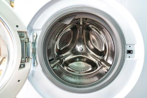 5 szybkich sposobów na wyczyszczenie pralki. Pleśń i brzydki zapach znikną