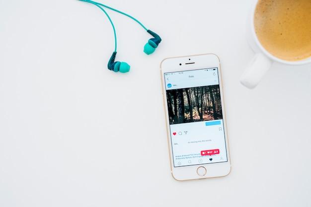Фотографии instagram, кружка кофе и наушники Бесплатные Фотографии