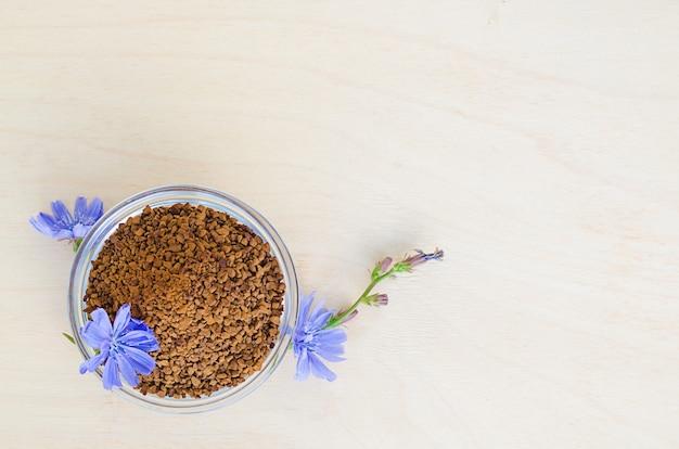 Быстро сублимированные гранулы из корня цикория Premium Фотографии