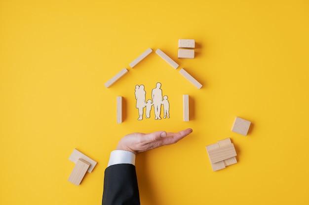 Страхование и концепция владения недвижимостью Premium Фотографии