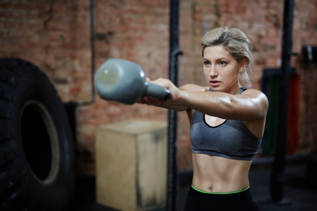 Intensive workout with kettlebell Free Photo