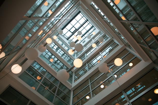 モダンな建物のインテリアデザイン 無料写真