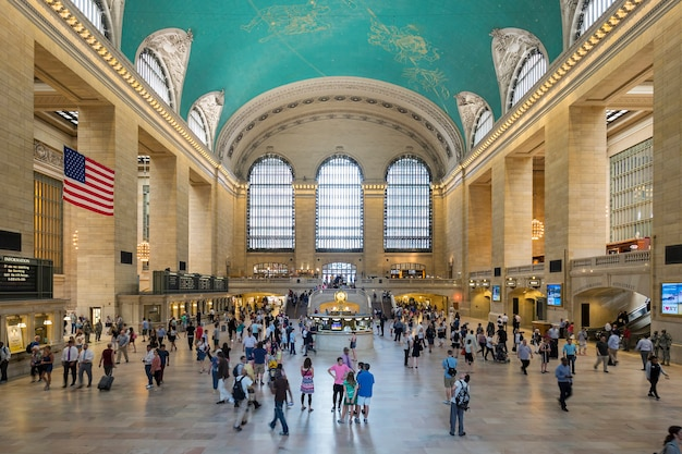 Interior of grand central station in new york city, ny. Free Photo