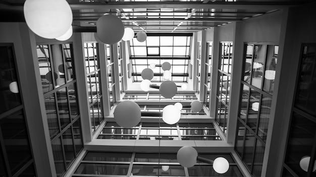 モダンな高層ビルのインテリア。高品質の写真 無料写真