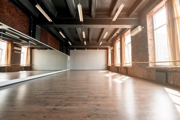 빈 댄스 스튜디오의 인테리어 프리미엄 사진