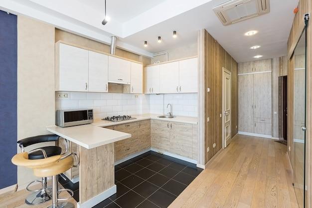 Интерьер кухни в современном стиле Premium Фотографии