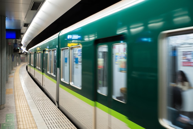 Interior of a tokyo subway station and platform with subway commuters in tokyo, japan. Premium Photo