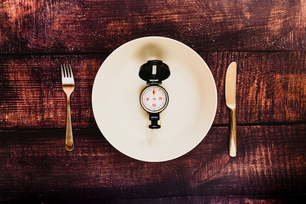 Intermittent fasting diet to lose weight with an empty plate. Premium Photo