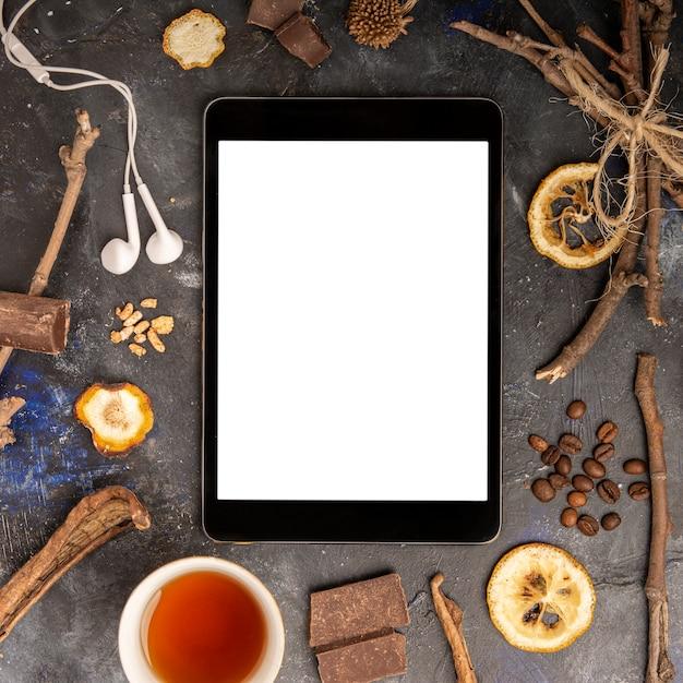 Ipad макет с зимней концепцией Бесплатные Фотографии