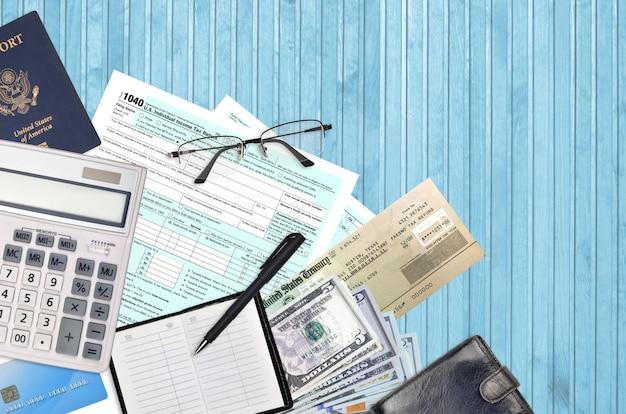 Форма irs 1040 сша индивидуальная налоговая декларация с проверкой возврата Premium Фотографии