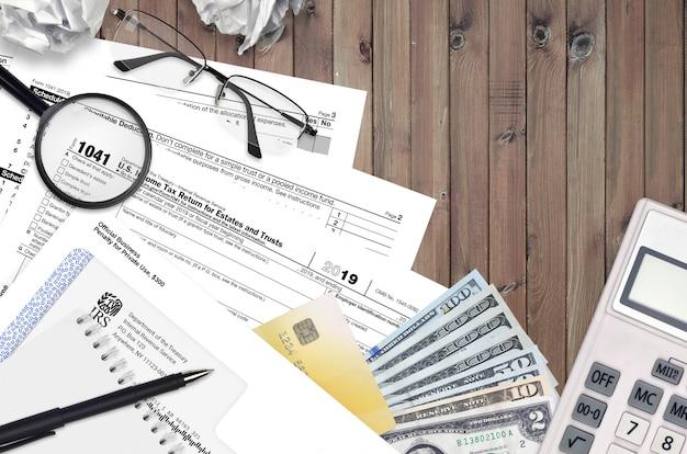 Форма irs 1041 декларации о подоходном налоге на имущество и трасты Premium Фотографии