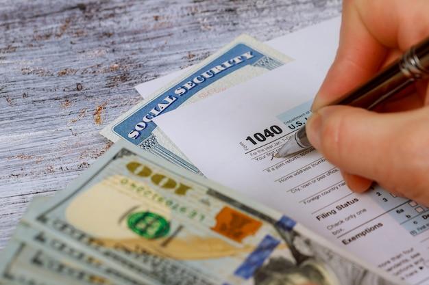 Irs申告のための現在の納税申告書の詳細クローズアップ Premium写真