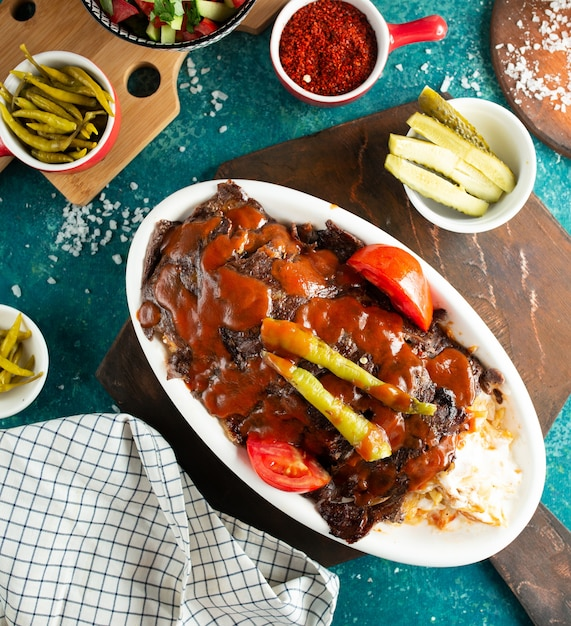 Iskender doner on the table Free Photo