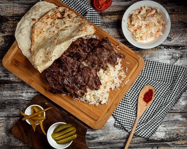 Iskender kebab with rice and lavash Free Photo