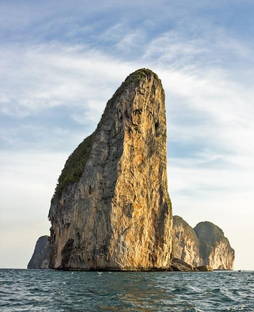 The island of phi phi leh krabi, thailand Premium Photo