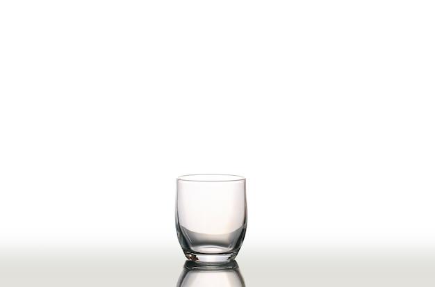 孤立した空のグラスの水 Premium写真