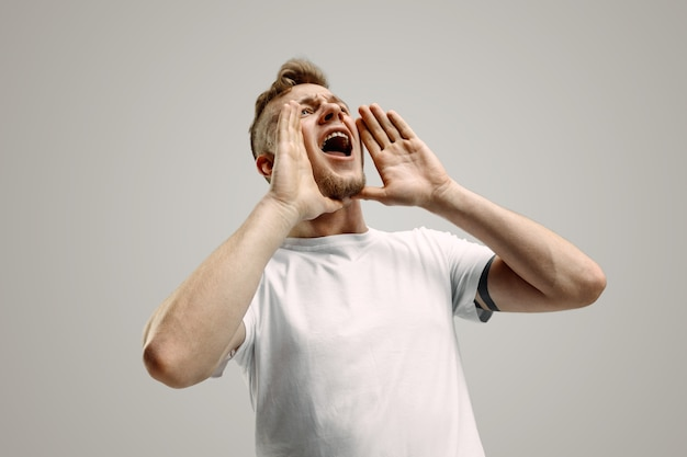 Isolated on gray young casual man shouting Free Photo