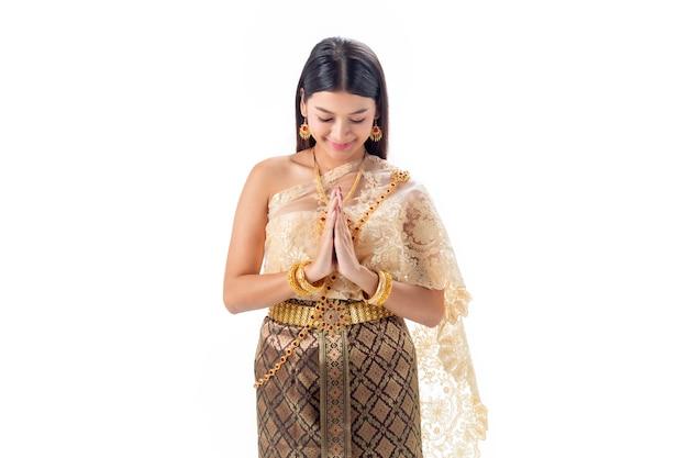 Красивая женщина платить уважение в национальном традиционном костюме таиланда. isotate Premium Фотографии