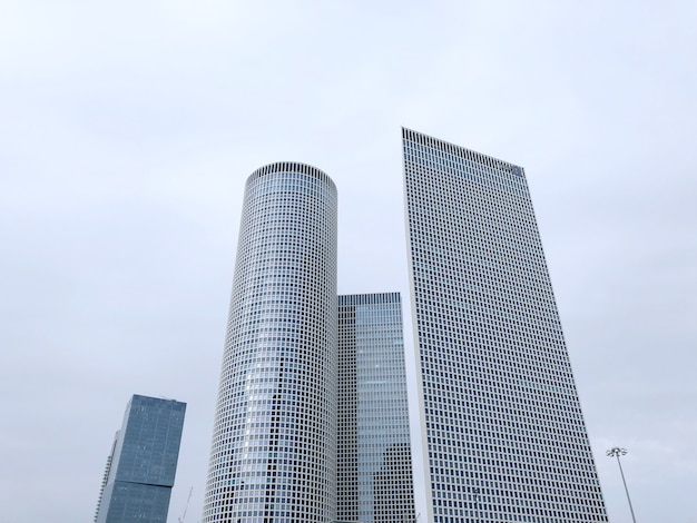 Израиль, тель-авив, центр башни азриэли Premium Фотографии