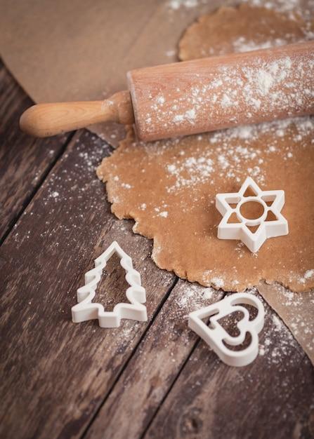 クリスマスのクッキーを焼く時間です 無料写真