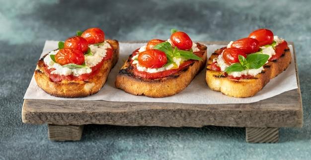 Итальянские брускетты Premium Фотографии