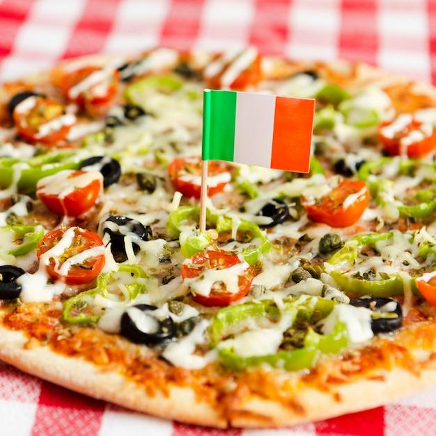 ピザのクローズアップのイタリア国旗 無料写真