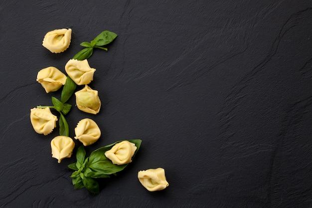 Italian pasta with spinach and ricotta Premium Photo
