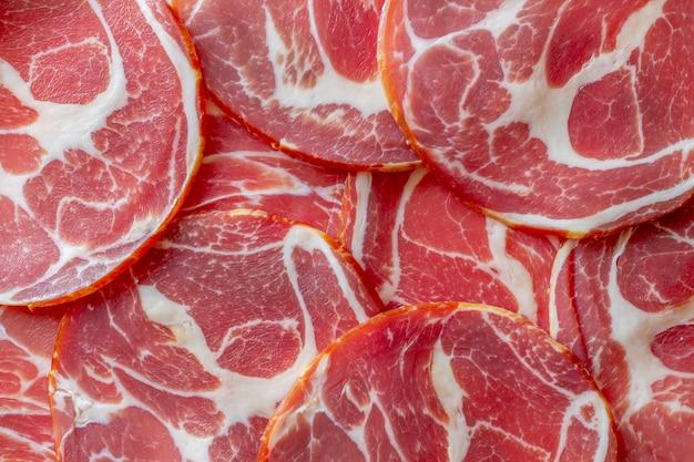 Итальянская прошутто или пармская ветчина. Premium Фотографии