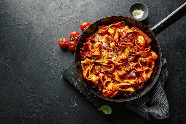 Italian spaghetti with tomato sauce in pan Free Photo