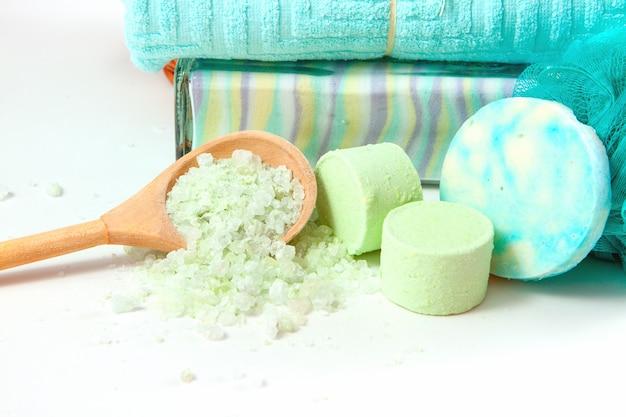 海塩を使ったくつろぎ入浴アイテム Premium写真