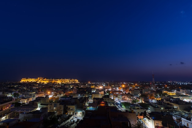 Jaisalmer cityscape at dusk. the majestic fort dominating the city. scenic travel destination and famous tourist attraction in the thar desert, rajasthan, india. Premium Photo