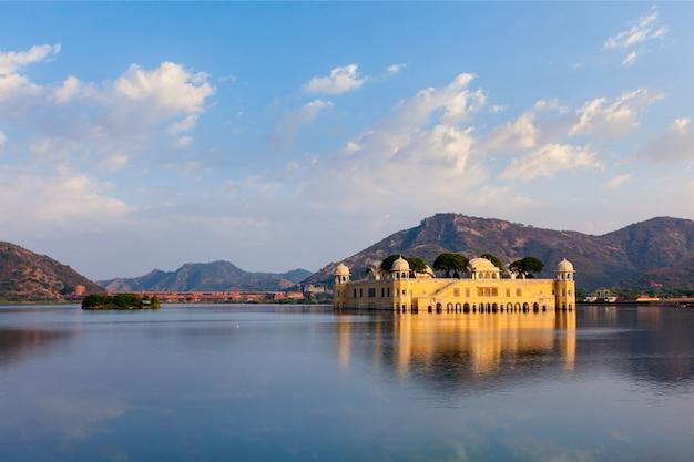 Jal mahal water palace。ジャイプール、ラジャスタン、インド Premium写真